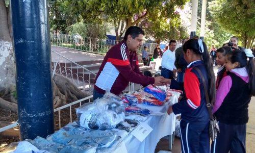 Nacho Campos, Cumplió; Entrega Uniformes a Niños y Niñas Deportistas de la Región