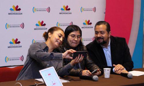 Imparten a comunicadores y periodistas taller sobre edición de video-celular