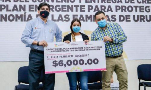 Entrega Víctor Manríquez 400 créditos a microempresarios de Uruapan